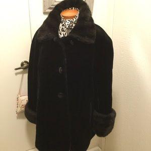 Basic Editions Faux Fur Coat 🖤